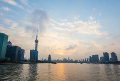 Shanghai bund på solnedgången Royaltyfri Bild