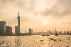 Shanghai bund på solnedgången Arkivbild