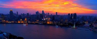 Shanghai bund på solnedgången royaltyfria foton