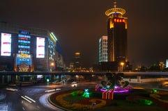 Shanghai, China - 2012 11 25: Ansicht des Bereichs nahe dem Fernsehturm ` orientalischen Perle ` Shanghai ist eins des Hauptgesch Lizenzfreies Stockbild