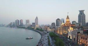 Shanghai, China - circa im Februar 2018: Mengen der gehenden Straße der Leute Einkaufs stock video