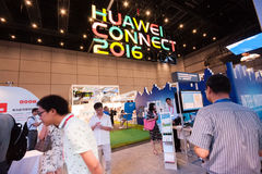SHANGHAI, CHINA - SEPTEMBER 2, 2016: De deelnemers van Huawei verbinden Stock Afbeeldingen