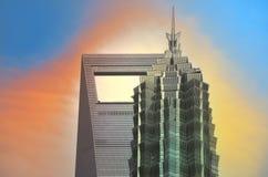 SHANGHAI, CINA - 6 MAGGIO 2017: La vista aerea del centro finanziario del mondo di Shanghai nel distretto Cina di Pudong sopra pu Fotografia Stock Libera da Diritti