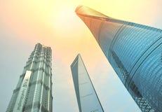 SHANGHAI, CINA - 6 MAGGIO 2017: La vista aerea del centro finanziario del mondo di Shanghai nel distretto Cina di Pudong sopra pu Fotografie Stock Libere da Diritti