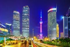 SHANGHAI, CINA - 24 MAGGIO 2015 Torre orientale della perla alla notte Immagini Stock Libere da Diritti