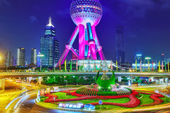 SHANGHAI, CINA - 24 MAGGIO 2015 Torre orientale della perla alla notte Fotografia Stock Libera da Diritti