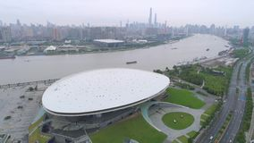 SHANGHAI, CINA - 9 MAGGIO 2017: vista erial del colpo concentrare culturale del fuco dell'arena 4k dell'Expo video d archivio