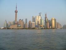 Shanghai door daglicht Stock Afbeeldingen