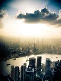 Shanghai dramatisk horisont Arkivbild