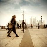 Shanghai gata och gångare Royaltyfria Bilder