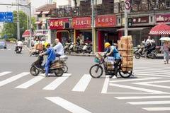 Shanghai gatatrafik Arkivfoton