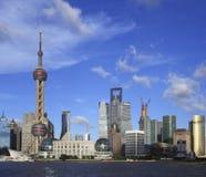 Shanghai-Grenzstein-Skyline an der Stadtlandschaft Stockfotografie