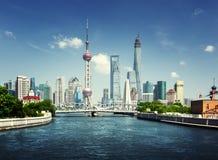 Shanghai horisont i solig dag Royaltyfri Fotografi