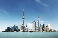 Shanghai horisont i solig dag Arkivbilder