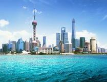 Shanghai horisont i solig dag Arkivfoto