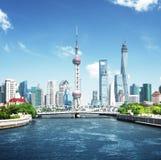 Shanghai horisont i solig dag Royaltyfri Foto