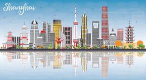 Shanghai horisont med färgbyggnader, blå himmel och reflexioner royaltyfri illustrationer