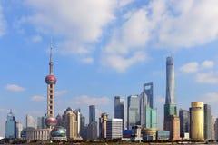 Shanghai horisont på en solig dag Fotografering för Bildbyråer