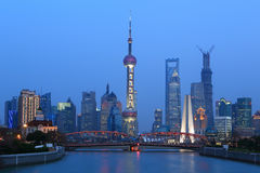 Shanghai Huangpu River landskap på båda sidor Arkivbild
