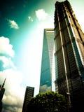 Shanghai Jin Mao och för värld finansiellt torn Arkivfoto