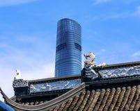 Shanghai Kina gammal och ny Shanghai torn och Yuyuan trädgård Royaltyfri Foto