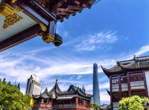 Shanghai Kina gammal och ny Shanghai torn och Yuyuan trädgård Arkivbilder