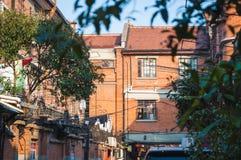 SHANGHAI KINA - JANUARI 28, 2017: gammal byggnad i fransk conce arkivfoton