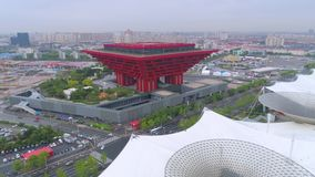 SHANGHAI KINA - MAJ 7, 2017: Flyg- sikt av konstmuseumpaviljongen, tidigare expoplats i Shanghai arkivfilmer