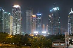 Shanghai Kina på natten royaltyfria bilder