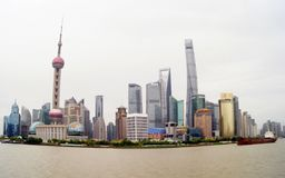 Shanghai/Kina - 05 12 17: Panorama av Pudong royaltyfria foton