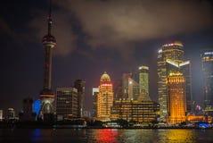 SHANGHAI KINA: Pudong områdessikt från Bundstrandområdet arkivfoto