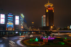 Shanghai Kina - 2012 11 25: Sikt av området nära `en för pärla för österlänning för TVtorn`, Shanghai är en av den huvudsakliga a Royaltyfri Bild