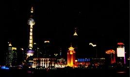 Shanghai kosmopolitiskt område på natten royaltyfri foto