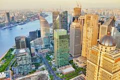 SHANGHAI-MAY 24, 2015 Linia horyzontu widok od Bund nabrzeża na Pudo Obrazy Stock