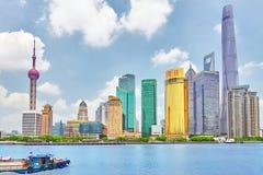24 Shanghai-MEI, 2015 Horizonmening van Dijkwaterkant op Pudo Stock Foto's