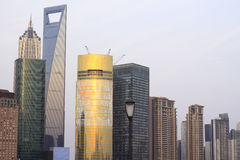 Shanghai-moderne Architekturabendlandschaft Stockfotos