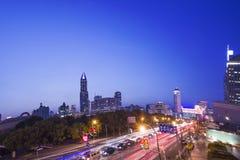 Shanghai na construção da noite Fotos de Stock Royalty Free