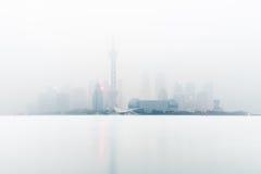 Shanghai na névoa imagens de stock royalty free