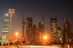 Shanghai-Nachtansicht des Verkehrs Stockbilder