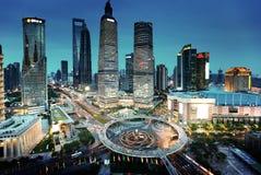 Shanghai nattsikt från det orientaliska tornet Royaltyfri Foto