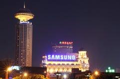 Shanghai nya värld och Li Sheng Hotel Royaltyfri Foto
