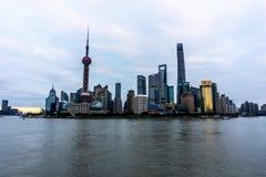 Shanghai-orientalischer Perlen-Kontrollturm lizenzfreies stockbild
