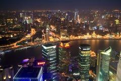Shanghai panoramisch bij nacht stock afbeeldingen