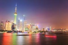 Shanghai Pudong alla notte immagini stock