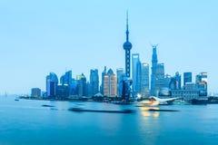 Shanghai pudong no anoitecer imagens de stock royalty free