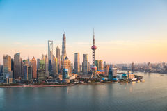 Shanghai pudong på skymning Arkivbilder
