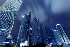 Shanghai Pudong stadens natt Arkivbild