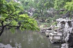 Shanghai, secondo può: Paesaggio dal giardino famoso di Yu sulla città di Shanghai immagini stock libere da diritti