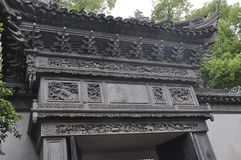 Shanghai, secondo può: Portone pittoresco del giardino famoso di Yu sulla città di Shanghai fotografia stock libera da diritti