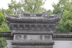 Shanghai, secondo può: Portone pittoresco del giardino famoso di Yu sulla città di Shanghai immagine stock libera da diritti